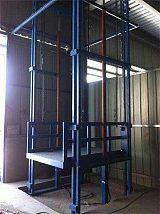导轨式升降货梯哪个品牌质量好,就选济南高旺专业厂家设计质量保证!