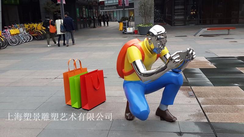 云南不锈钢镜面人物彩绘雕塑 商业街精品定制工厂