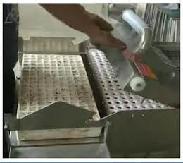 漂盤育苗播種機 泡沫穴育苗播種機--常州風雷