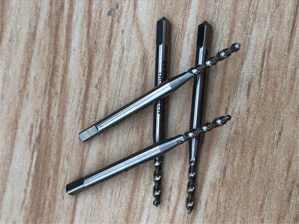 東莞螺旋絲錐進口含鈷高速鋼M2.0小徑切削絲攻益澤切削工具廠家直銷