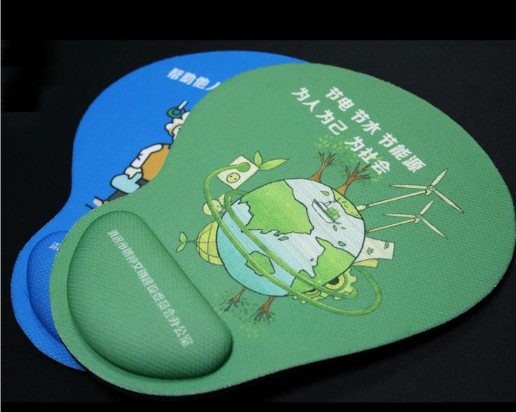 四川成都為客戶訂做廣告護腕鼠標墊