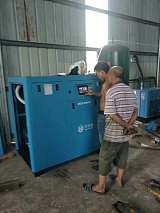無錫后宅空壓機上面檢修 螺桿空壓機保養 六立方螺桿式空壓縮機;