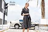 佰麗凱加盟女裝店,孜孜以求的是服裝的精工品質;
