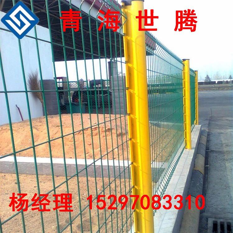 青海護欄網廠,表麵采用優質浸塑粉,使用年限長 青海世騰專業生產廠家