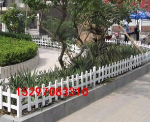 青海西宁专业PVC护栏生产厂家采用全新料产品美观耐用西宁草坪护栏价格