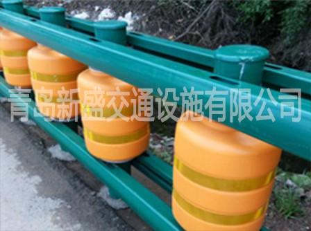 EVA聚氨酯复合材料公路防护系列旋转式防撞桶,质量可靠防撞桶