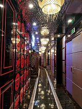 福建厦门KTV走廊天花墙面用黑钛镜面水波纹不锈钢板 特攻金属中波纹大波纹