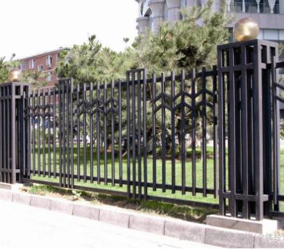 供西宁锌钢护栏工程和青海铁艺围栏