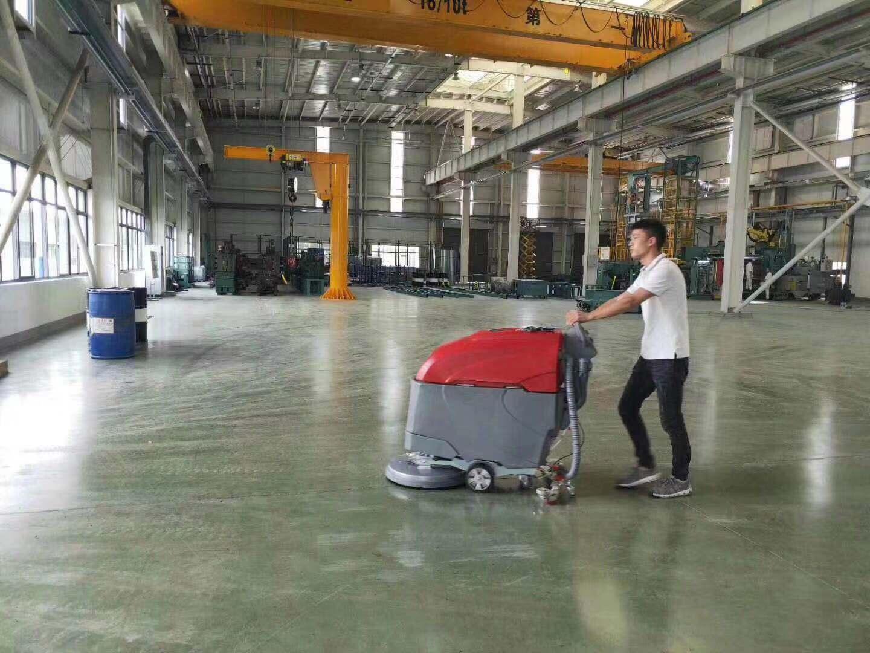 御驰清洁手推式洗地机应用于各大工厂,环氧地坪,水磨地