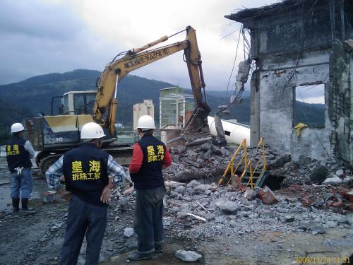 苏州工厂拆除广告牌拆除化工厂拆除资质人员团队