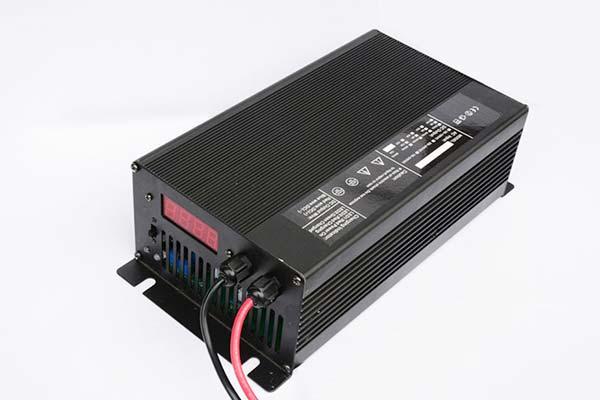 湖北锂电池充电器厂家直销72V20A电动观光车充电器