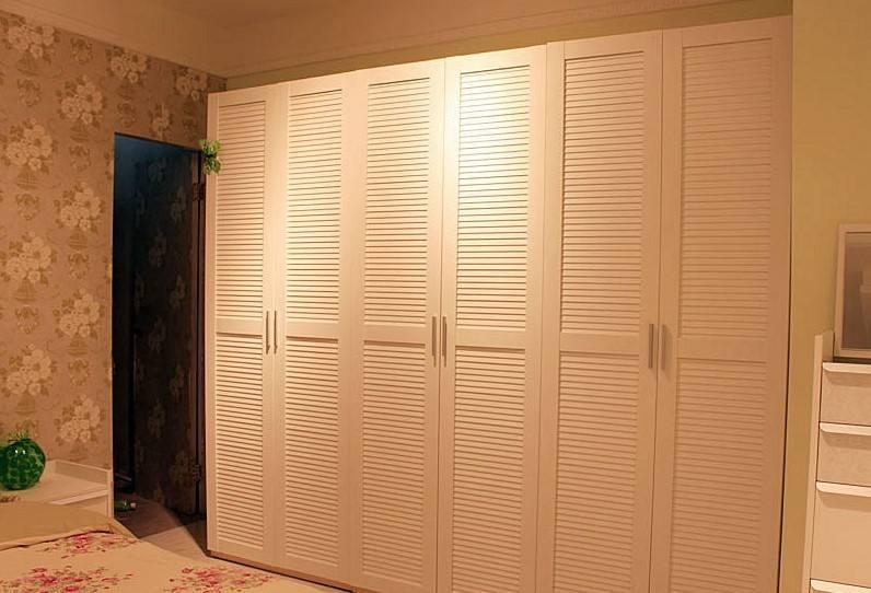 常见的七种衣柜门板材质利与弊分析