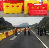 上海滚塑水马隔离墩 高速公路防撞桶路障厂家直销;