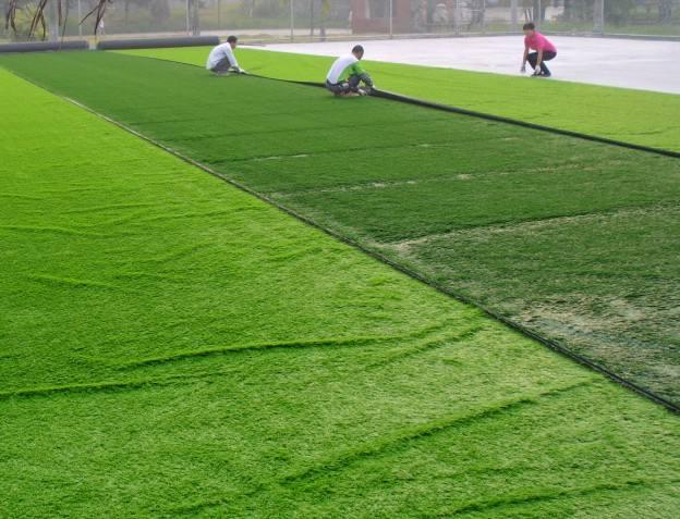 深圳人造草足球场施工不断的改进与创新,造价非常的实惠