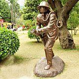 杭州城市园林仿铜消防员雕塑 户外人物摆件