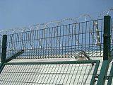 机场护栏Y型安全防御护网V型支架立拄供应厂家一套多少钱;