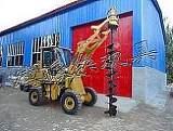 裝載機挖坑機山東電線桿鉆孔機鏟車帶改鉆坑機;