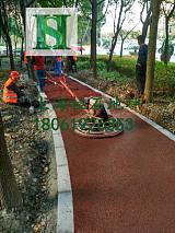 華南地區透水地坪彩色排水混凝土路麵雨季路麵不再積水凝膠料;