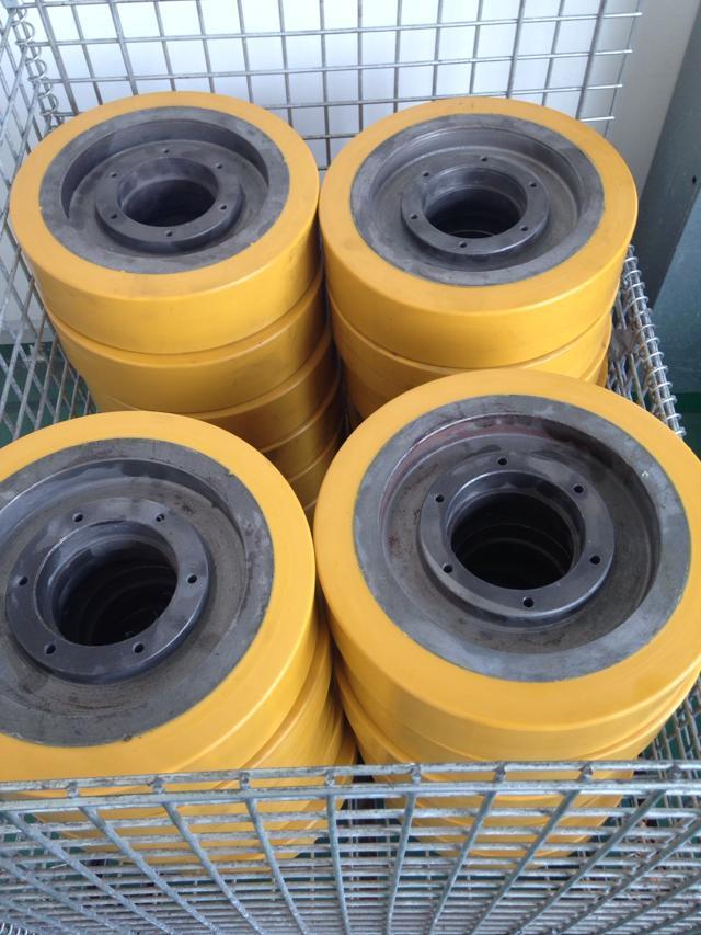 湖北武汉聚氨酯滚轮专业生产加工和滚轮包胶挂胶厂家;
