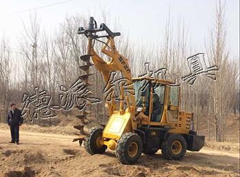 铲车带钻坑机北京电杆挖坑机装载机改钻窝机;