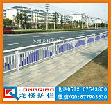 苏州道路护栏 苏州机非道路隔离护栏 龙桥专业定制;