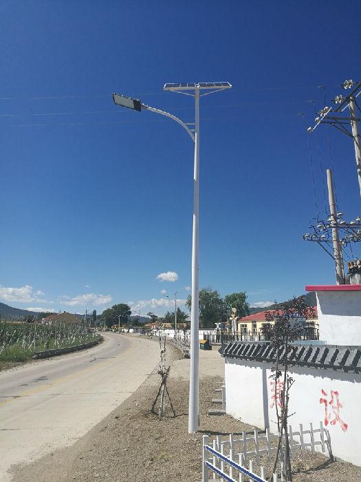 供应太阳能路灯、LED路灯、景观灯、高杆灯等户外照明灯具;