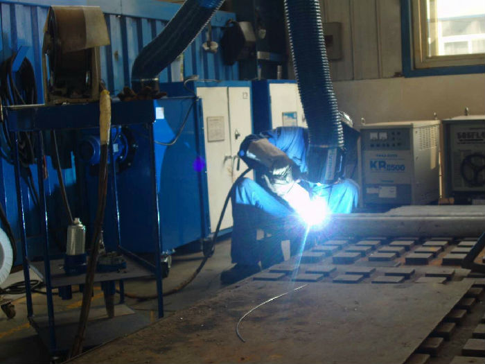 欣恒(大连)工程设备专业制造电焊焊接粉尘净化设备;