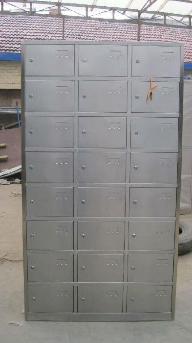供应不锈钢更衣柜、6门、9门、12门、24门、平顶、斜顶;
