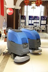 新款手推式洗地機;