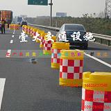滚塑防撞桶生产厂家、交通安全警示沙桶、红白反光圆桶隔离墩壹大交通