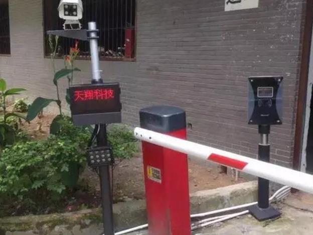 高品质超清自动车牌识别系统+道闸停车收费不再是问题