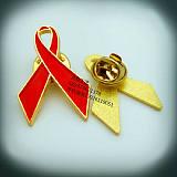 现模艾滋病「章、爱心丝带襟↑章、红丝飞艇计划网pk10带关爱行动胸针、徽生产厂pk10大小计划网站家;