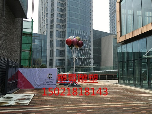 安徽供应定制玻璃钢五彩气球雕塑 商业街布景雕塑