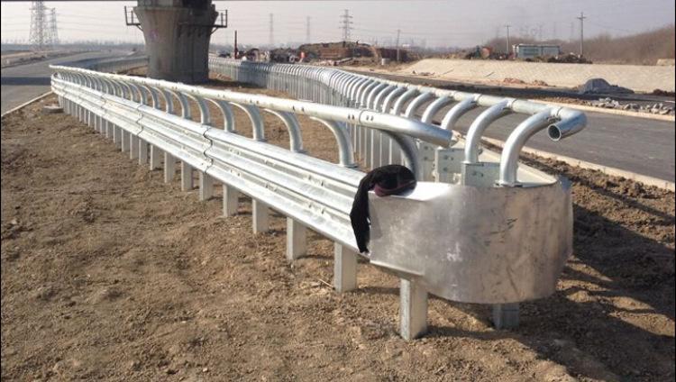 山东冠县生产专用牛角护栏,弯头护栏,上端立柱护栏