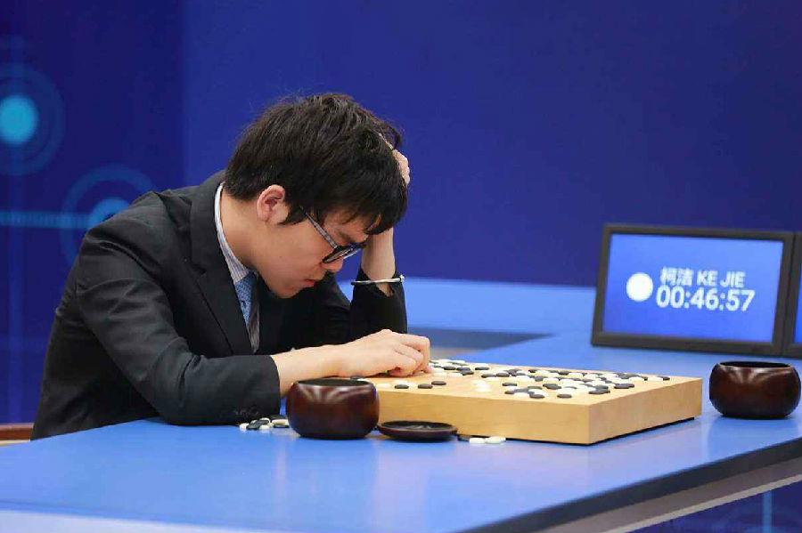 谷歌AlphaGo再进化,通过自我学习智力完胜旧版