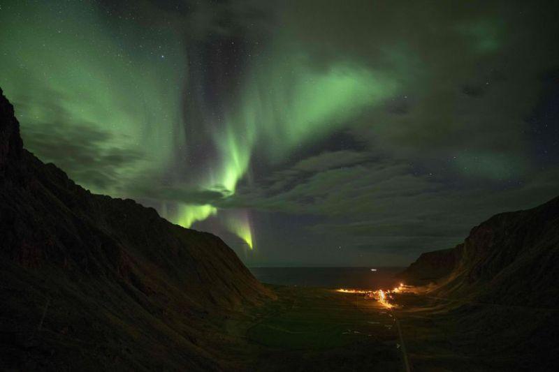 奇怪的X射线使极地出现美丽的极光,类似地球上发现的极光北极星