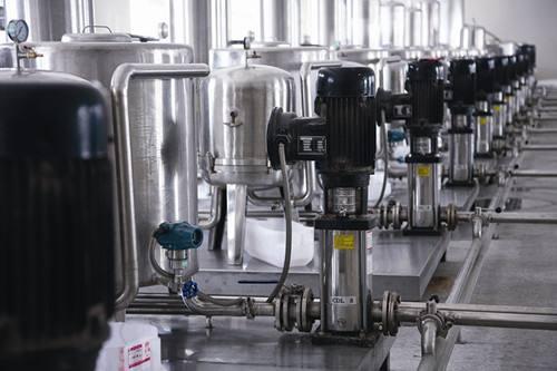 介绍果汁饮料生产线的灌装和封盖