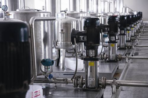 果汁飲料生產線設備灌裝機的介紹